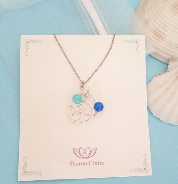 青の妖精のネックレス