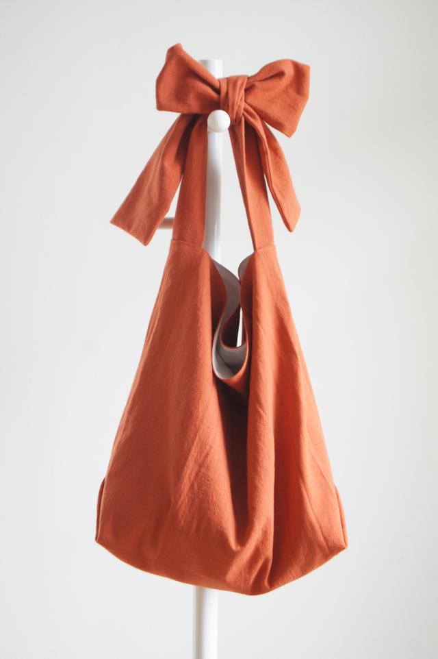新色リボンのバッグ(レンガ)