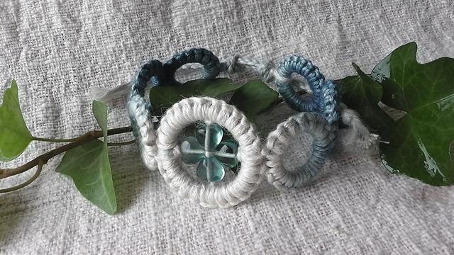 麻の天然石アクセサリー  wakkaブレスレット  フローライト(阿波本藍染)