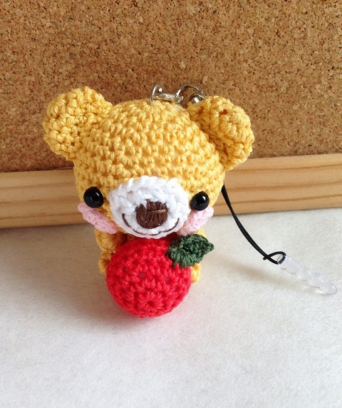 【受注生産】濃黄色クマさん・赤リンゴ・鈴付きイヤホンジャック兼ストラップ