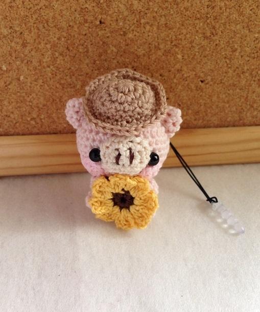 【受注生産】麦わら帽子+ヒマワリ淡ピンク色ブタさん*鈴付きイヤホンジャックストラップ