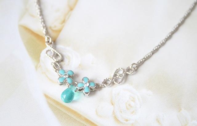 ブルーグリーンのW小花ネックレス
