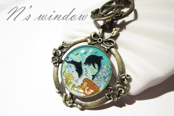 海の財宝とイルカのペンダント