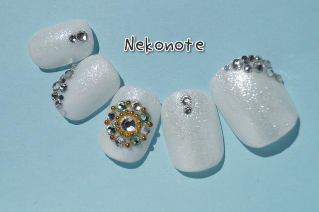 純白の輝く宝石ネイルチップ