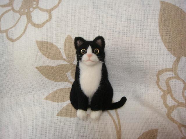おすわりにゃんこ 白黒さん フェルト猫