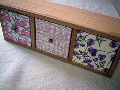 リバティ引き出しつき木製飾り棚Cottontail,Sleepingrose,Ros