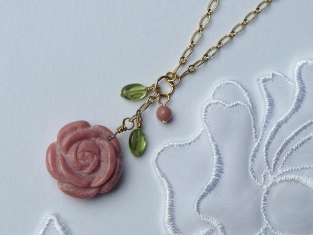 ロードナイト薔薇のネックレス