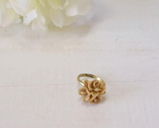 カフェオレ色のお花のリング