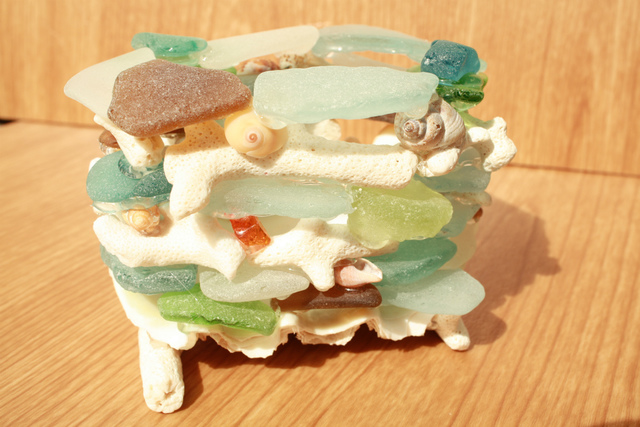 貝とシーグラスとサンゴのペン立て