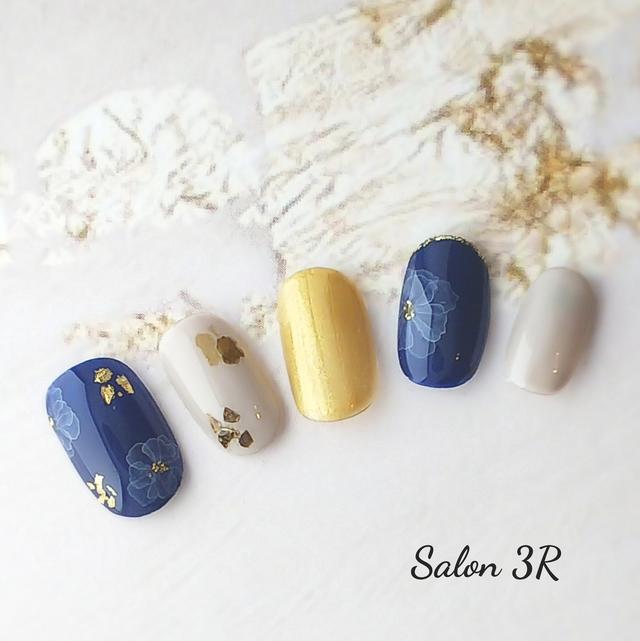 プロネイリストが作るネイルチップふんわりフラワー ネイビー ジェル使用ブルー かわいい秋冬つけ爪ネイルチップ3R