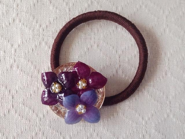 染め花を樹脂加工した紫陽花のヘアゴム(濃紫系)