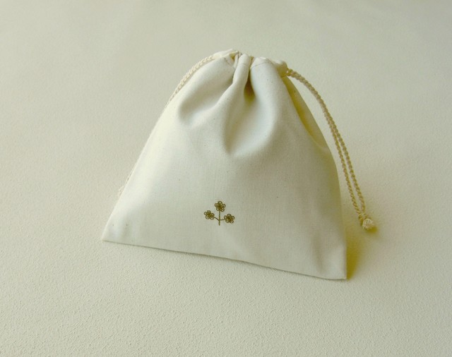 花刺しゅうの巾着(ブラウン)