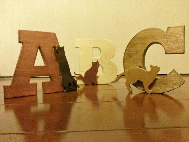 猫が遊ぶ木製文字☆オーダー製作☆必ず先にメッセージ下さい☆