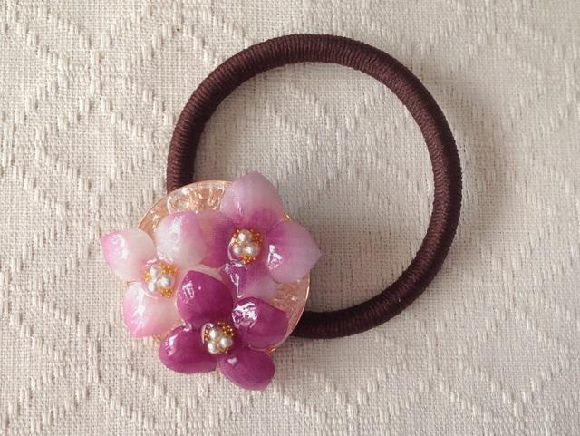 染め花を樹脂加工した紫陽花のヘアゴム(ピンク系)