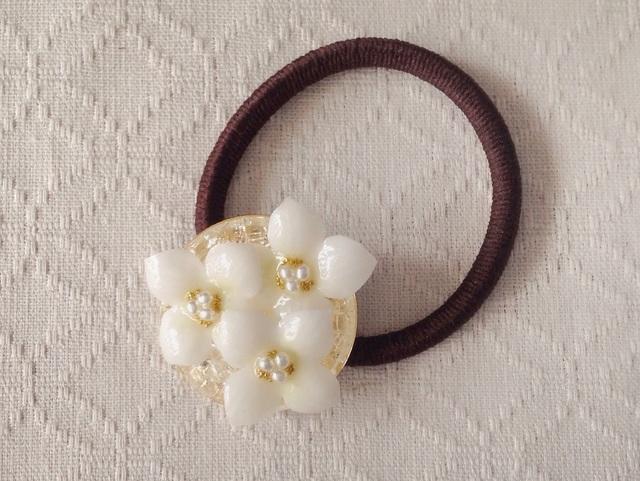 染め花を樹脂加工した紫陽花のヘアゴム(ホワイト)