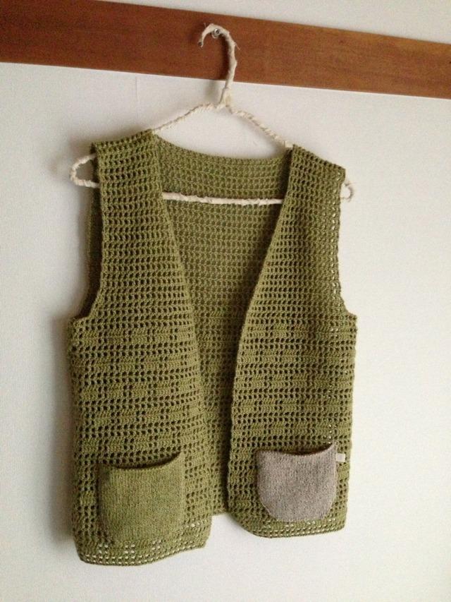 かぎ針編みのリネン混コットンゆったりベスト