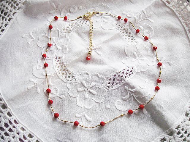 ちっちゃな赤いビーズのネックレス