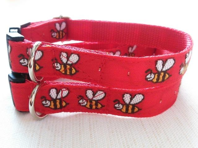 ★出来上がりのお品★ハチさん(赤)リボンカラー(15mm幅)