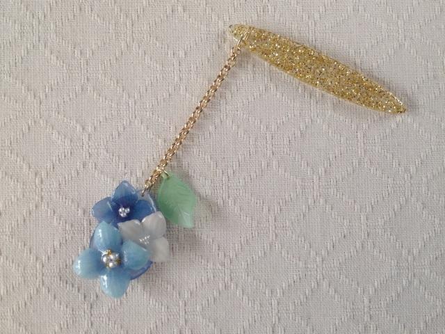 染め花を樹脂加工した紫陽花の帯飾り(青)