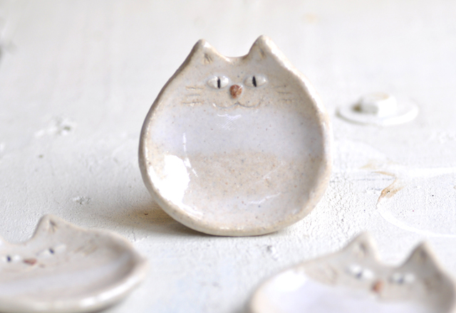 しろ猫の小皿