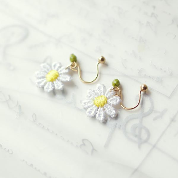 小花レースのイヤリング(ノンホールピアス)