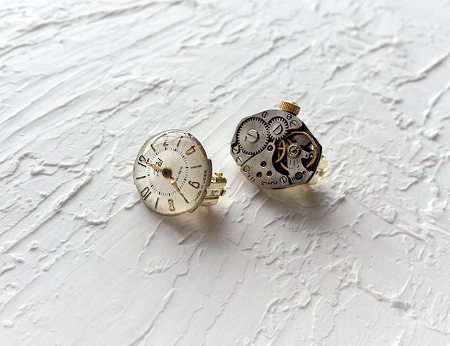 時計石の耳飾り・白