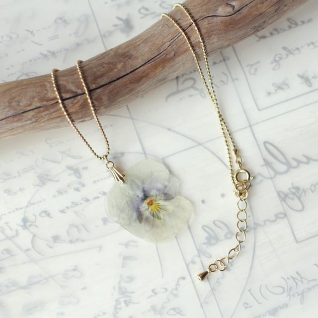 押し花のネックレス