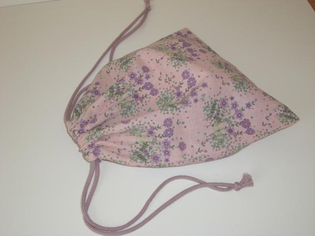 紫色の花がかわいい巾着袋
