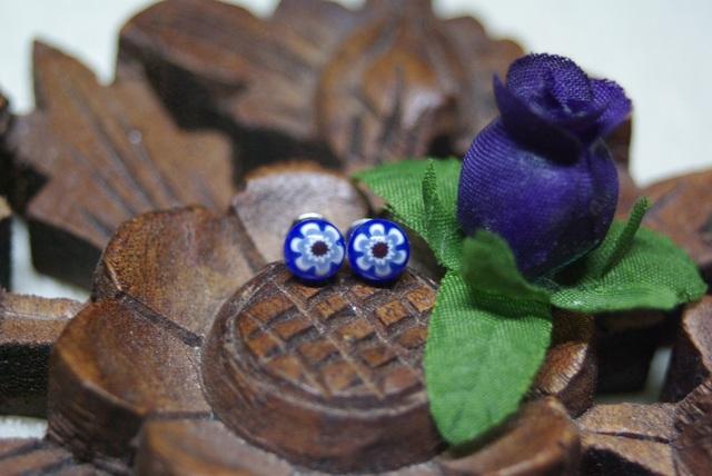 ブルー×ホワイトフラワーミルフィオリのガラスピアス