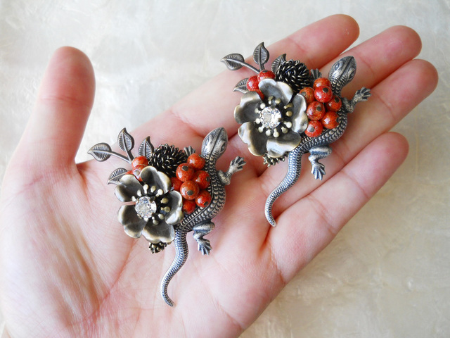 【S様ご予約品】アップル珊瑚と蜥蜴(とかげ)ブローチ
