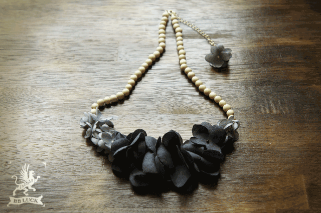 necklace 【 wood & flower * 布花紫陽花とウッドビーズのネックレス * navy × gray 】