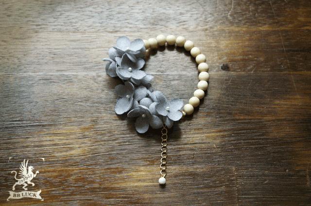 bracelet �� wood & flower �� �۲ֻ��۲֤ȥ��åɥӡ����Υ֥쥹��å� �� gray  ��