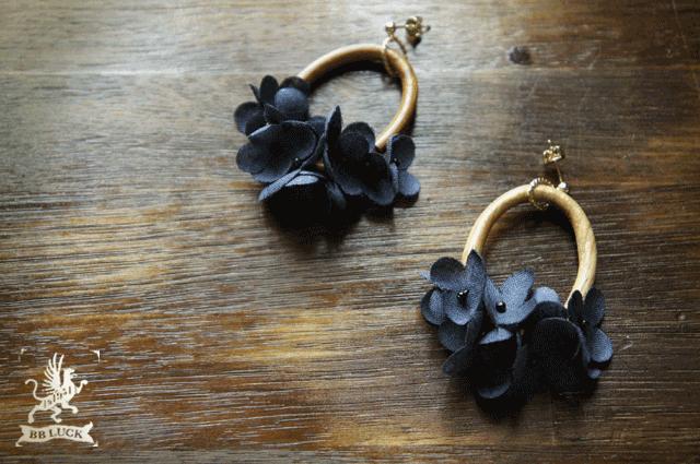pierce  【 wood & flower * 布花紫陽花とウッドリングのピアス * navy 】