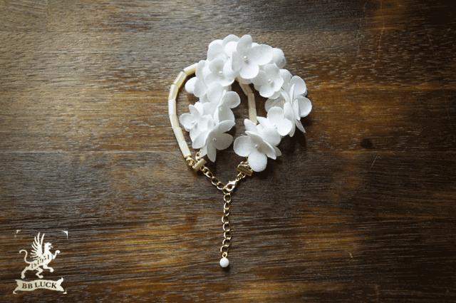 bracelet 【 ちいさな紫陽花とマザーオブパールのブレスレット * white  】