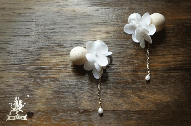 pierce  【 wood & flower * 布花紫陽花とウッドボールのピアス * white  】