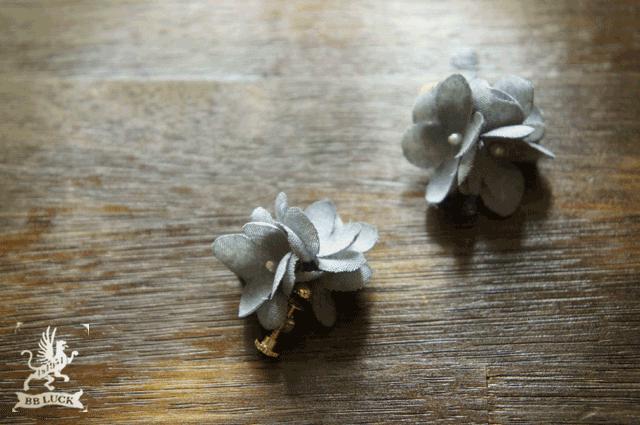 earring  【  ちいさな紫陽花のイヤリング * gray  】