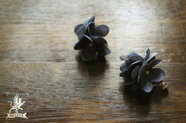 earring 【  ちいさな紫陽花のイヤリング * blue  】