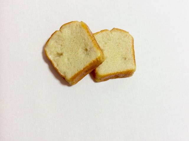 食パンブローチ