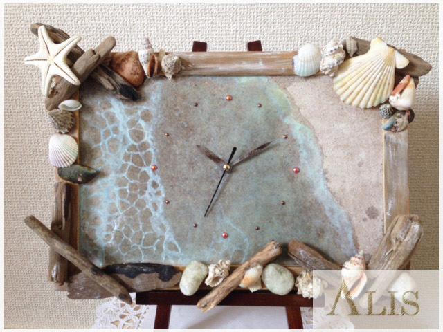 浜辺のアート時計