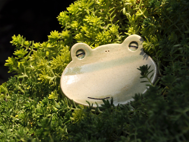 やんわり笑顔のカエル小皿(緑かえる)