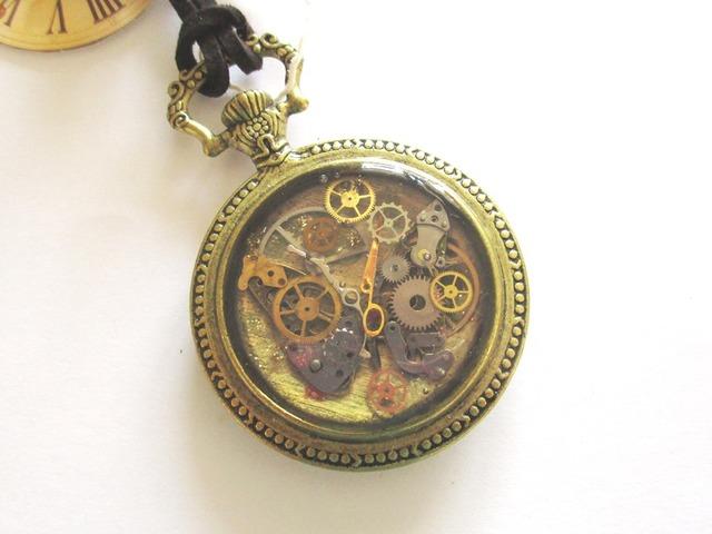 機械みたいな蝶の懐中時計型ペンダント#46