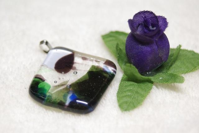 フラクチャーガラスのひし形ペンダントトップ