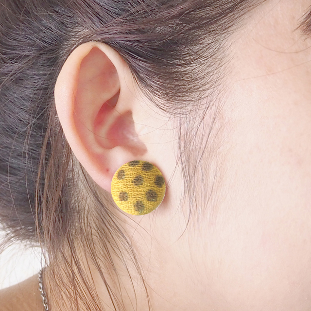 Boucle d'oreille du bouton(くるみボタンのピアス)