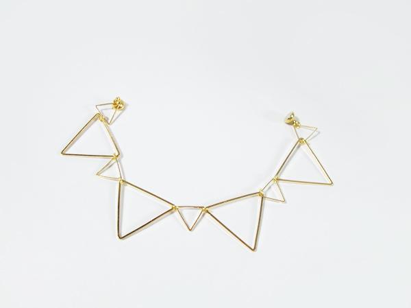 連なる三角のブレスレット