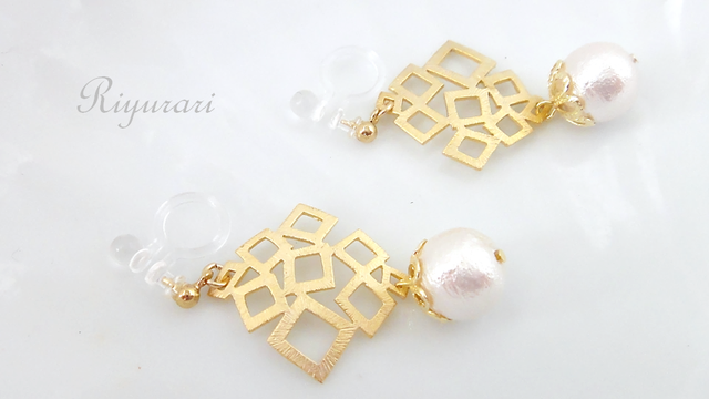 Square‐CottonPearl earring