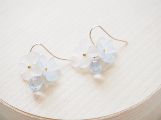 clear blue flowers ピアス