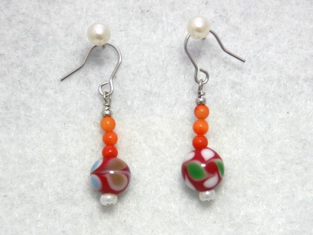 とんぼ玉とサンゴのピアス