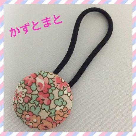 23-9【送料込】 くるみボタンのヘアゴム(花)【送料込】