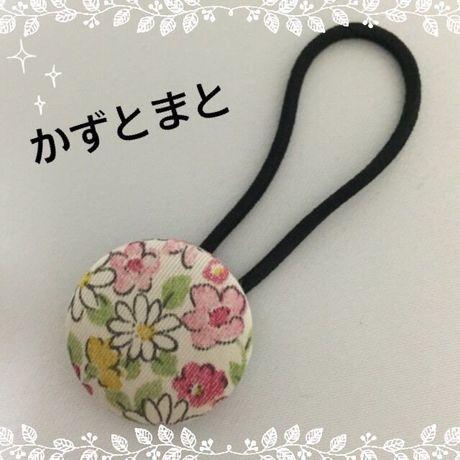 23-8【送料込】 くるみボタンのヘアゴム(花)【送料込】