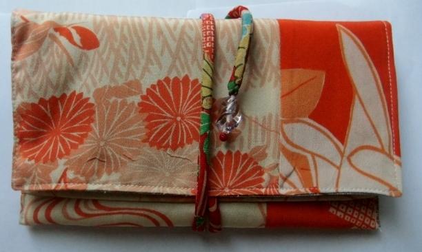 着物リメイク 縮緬の長襦袢で作った和風財布409